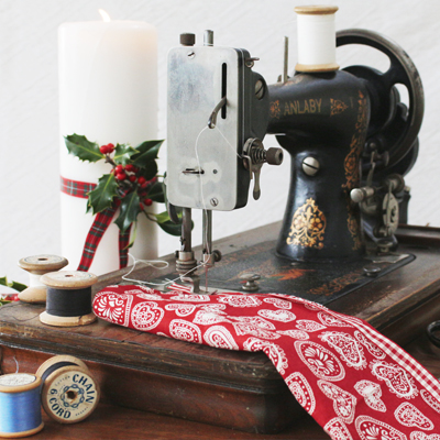 How To Use A Sewing Machine Absolute BeginnersShimmering Studio Delectable Using A Sewing Machine For Beginners